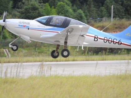 湖南山河智能的第一架全复合材料飞机首飞