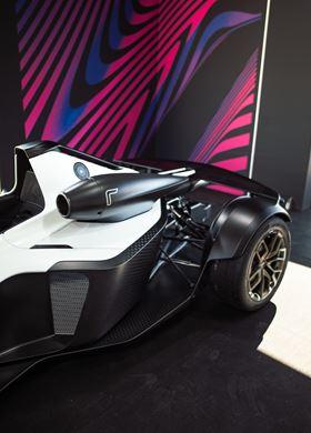 超级跑车采用石墨烯增强复合材料