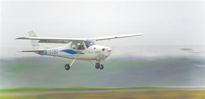 重庆研、重庆造 全玻纤复材4座固定翼飞机升空