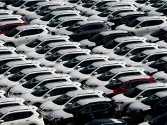 """我国新能源汽车产业发展驶入""""快车道"""""""
